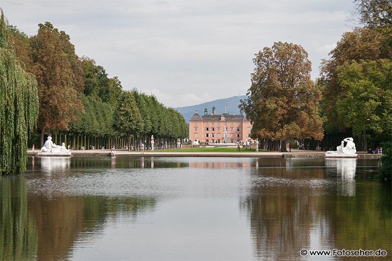 Bilder, Panoramafotos und Video vom Schwetzinger Schloss mit Schlossgarten (Apollotempel, Badhaus, Moschee, Palladio-Brücke…)